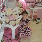 vestido marrom com rosa