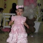 vestido marrom com rosa flores aplicadas