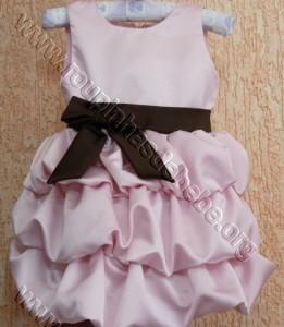 vestido marrom com rosa balone rosa