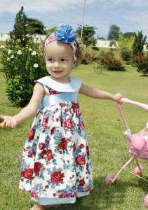 belissimo vestido infantil floral com faixa de cabelo azul