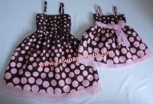 vestido marrom com rosa de bolinhas