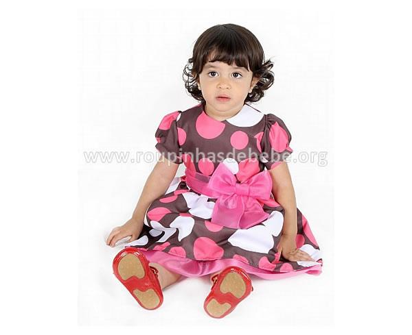 vestido rosa e marrom