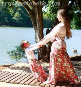 roupas mae e filha floral vermelho
