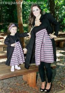 roupas mae e filha preto e xadrez