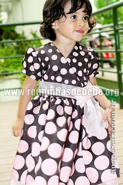 vestido marrom e rosa de festa