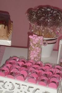 guloseimas - vestido marrom e rosa