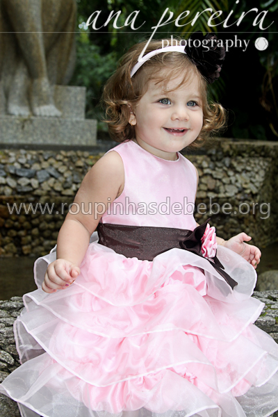 vestido marrom e rosa