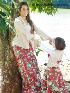 moda mãe e filha floral vermelho