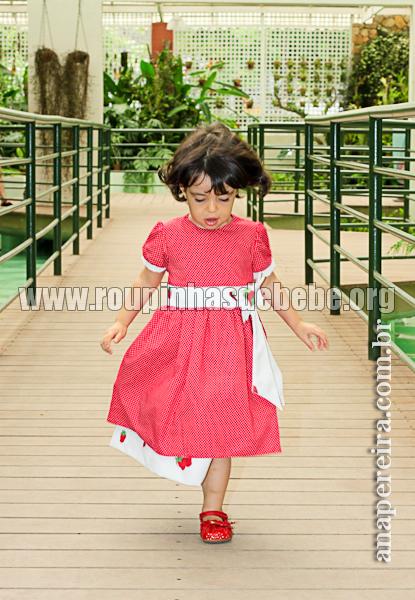 vestido de morango infantil