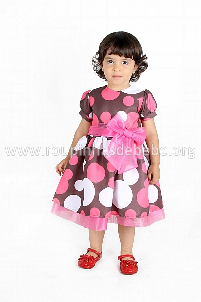 vestido marrom com bolinhas colorido