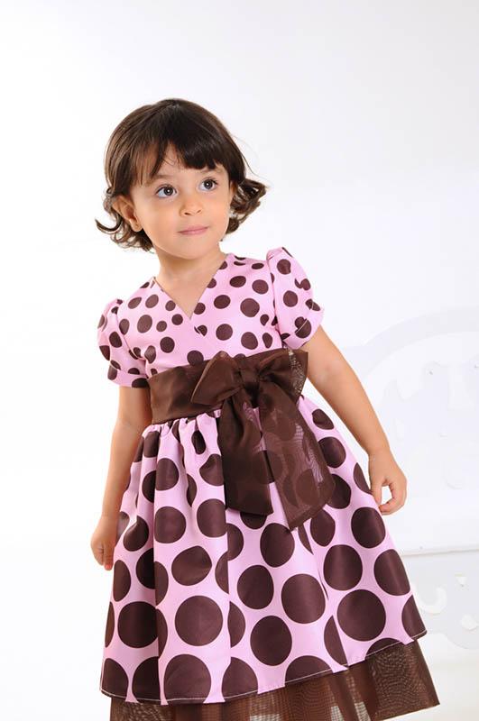 vestido de dama de honra marrom e rosa