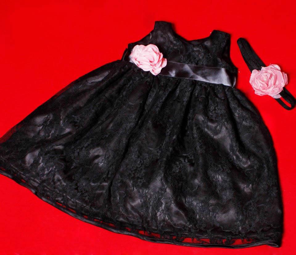vestido de renda com faixa de cabelo