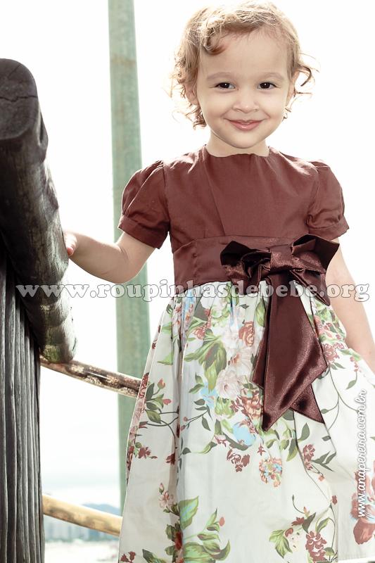vestido floral marrom infantil