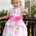 vestido floral de criança