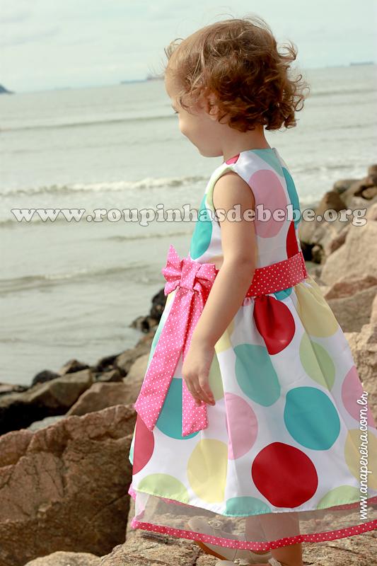 vestido infantil de bolas coloridas