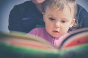 importância de ler um livro para uma criança