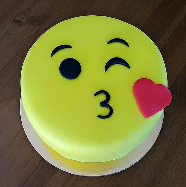 bolo festa emoji