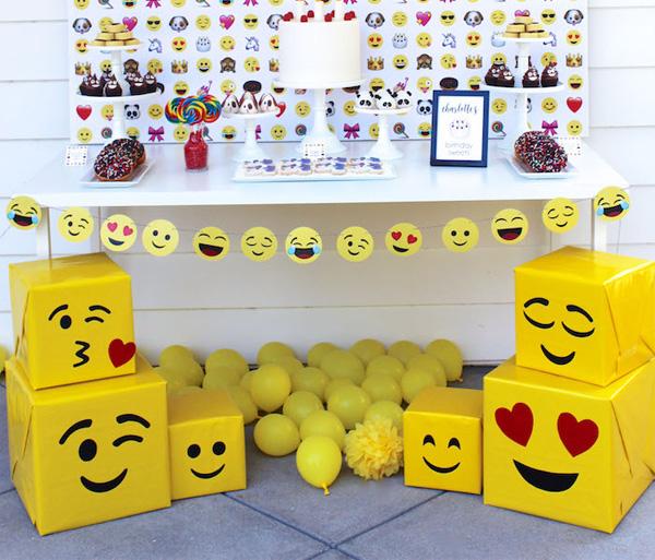 decoração festa emoji